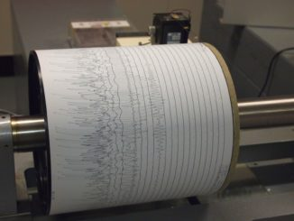 https://commons.wikimedia.org/wiki/File:Seismogram_at_Weston_Observatory.JPG