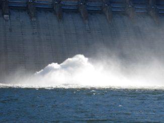Damm eines Wasserkraftwerks